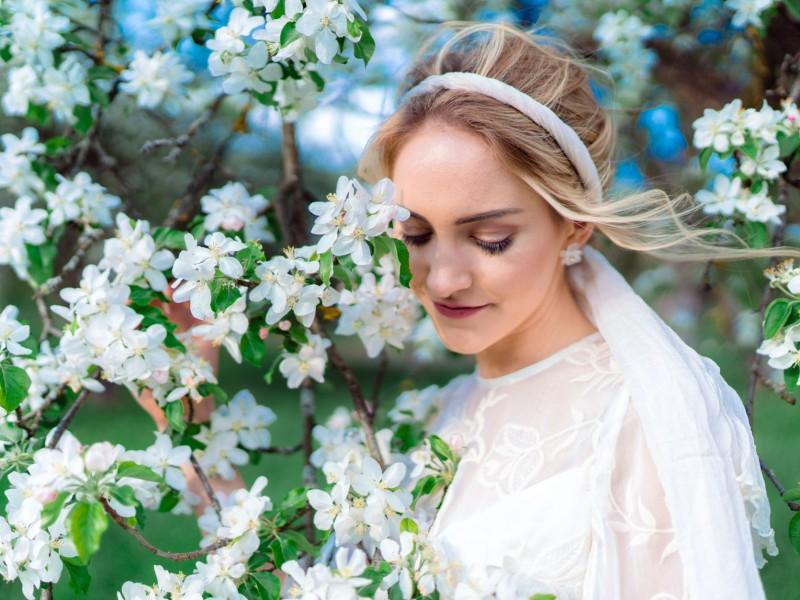 White Blossom Apfelblüte Bride